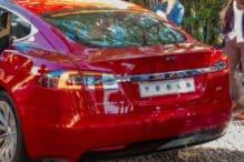 Kom igång med investeringar i Tesla aktier.